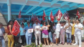 Unos 150 trabajadores se concentran en los hospitales de Riotinto y Juan Ramón Jiménez